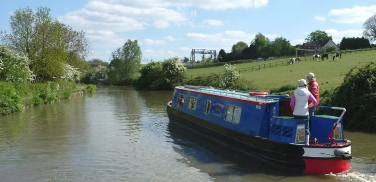 canal-boat-in-open-english-countryside
